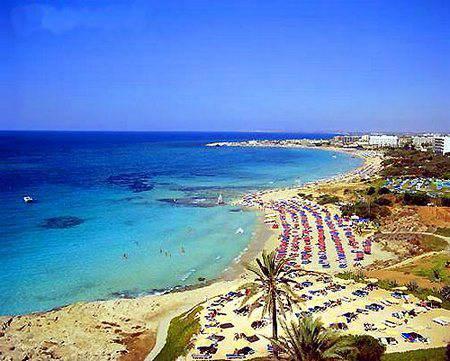 Остров солнца, любви и отдыха. 5 причин посетить Кипр осенью