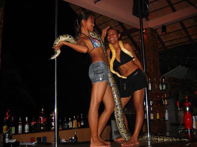 В сиануквиле проститутку