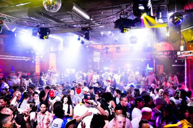 Порно развратные дискотеки клубы двумя огромными